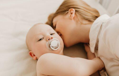 Pitanje koje muči mame: Da li smete da koristite DEZODORANS dok dojite bebu?