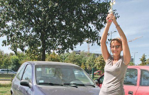 Ostavila muškarce u prašini: Ovo je Dušica (61) koja je jedna od najboljih žena vozača u Srbiji (FOTO)