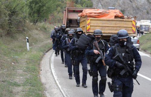 Pokušaj NAPADA na diplomatu iz Evropske unije na KiM: BLOKIRALI mu put, hteli da skinu tablice