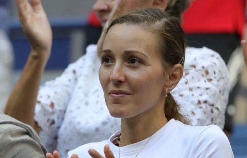 Dok je Novak igrao, svi su gledali u Jelenu: Jedan detalj na njenom telu je bio razlog za to (FOTO)