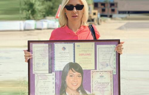 Vratila se u školsku klupu: Jovana Jeremić je za Objektiv ODGOVORILA na popularna pitanja iz SPOMENARA