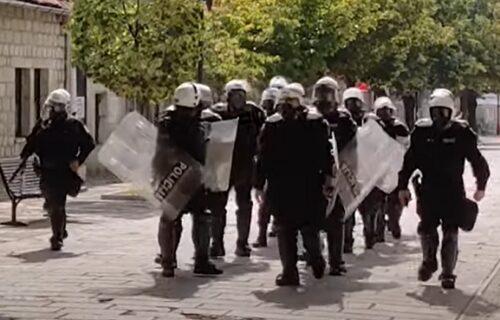 Smiruje se situacija na Cetinju, policija se povlači sa lica mesta (VIDEO)