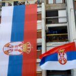 Postavljena NAJVEĆA trobojka u Kosovskoj Mitrovici: DUGA je 20 metara, široka šest (FOTO)