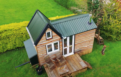 Uz dobar plan sve je moguće: Momak (17) izgradio jednostavnu i funkcionalnu kuću za 5.000 evra (VIDEO)