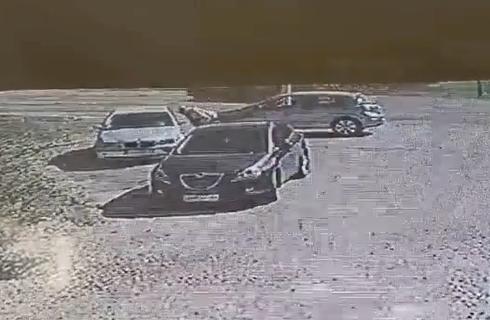 SRAMAN prizor iz Leštana: Čovek ubacuje ruku u automobil, a onda ŠOK -  kamere snimile sve (VIDEO)