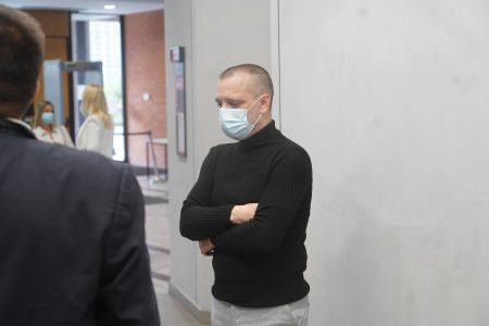 HAOS na suđenju Marjanoviću: Veštak izvadio čudnu FOLIJU iz džepa, pa izazvao BURNU reakciju odbrane