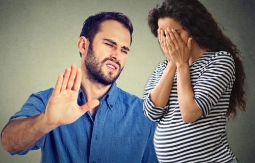 Radovala se BEBI koju čeka, a onda je muž PONIZIO pred svima: Njegove reči su je SLOMILE
