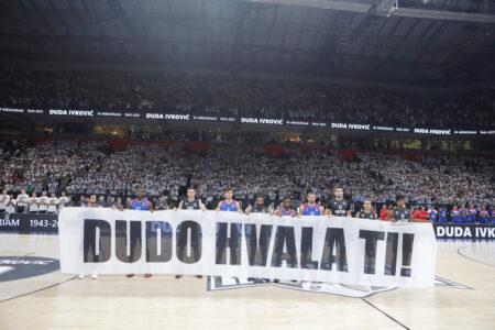 """Dirljive scene u Areni: Partizan i """"grobari"""" se emotivno oprostili od Dude Ivkovića (VIDEO)"""