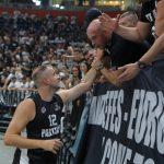 """Kakva scena u krcatoj """"Areni"""": Novica se uz suze oprostio od Partizana! (VIDEO)"""
