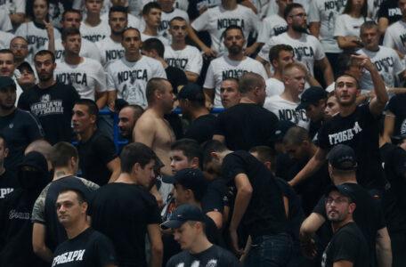 Sramotne scene na oproštaju Novice: Grobari se potukli međusobno u Areni