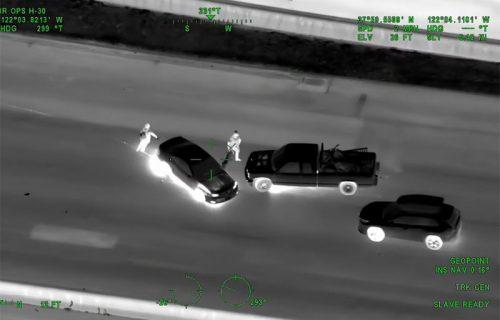 Ludačka potera, otimačina kola, helikopteri u vazduhu: Kamera u Tesli zabeležila filmske scene (VIDEO)