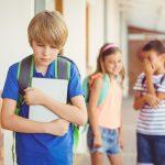 Reagujte na vreme: Šta svaki RODITELJ treba da uradi ako dete nema NIJEDNOG prijatelja u školi?
