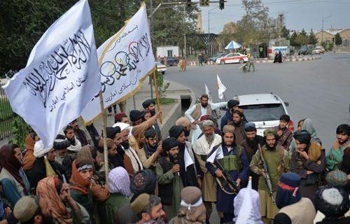 OVAJ DETALJ je svima promakao: Ono što Talibani drže u rukama predviđa budućnost Avganistana (FOTO)