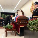 Putin se sa tugom OPROSTIO od poginulog ministra: Prekstio se i spustio glavu na kovčeg (FOTO+VIDEO)