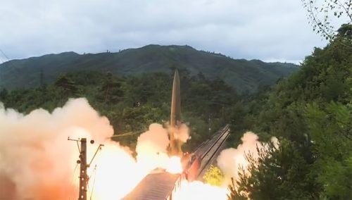 Severna Koreja lansira balističke rakete iz VOZA: Pogledajte snimak koji je obišao svet (VIDEO)