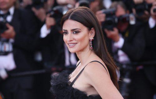 Crna haljina i ljubičasti ruž: Španska lepotica ZASENILA svojim izgledom na filmskom festivalu (FOTO)