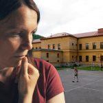 """""""Ne smem da odem po SINA, jer kažu da SMRDIM"""": Radnica doživela užas u školskom dvorištu, svi je ismejali"""