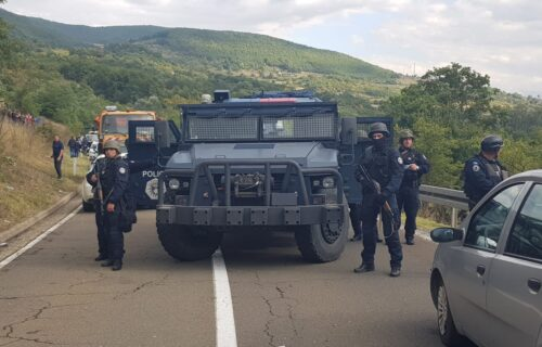 Četvrti dan PROTESTA kod Jarinja i Brnjaka: Situacija NAPETA, građanima na blokadama stigla pomoć