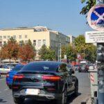"""BAHATO parkiranje i ponašanje kod """"Vuka"""": Ostavio """"mercedes"""" nasred ulice, a OVAJ potez šokira (FOTO)"""