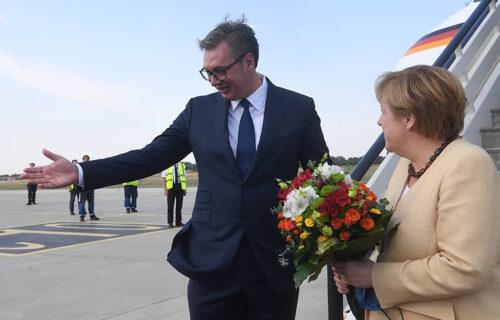 DŽENTLMENSKI potez predsednika Vučića: Evo kako je Vučić dočekao Angelu Merkel (FOTO)