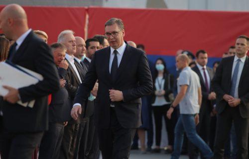 Predsednik Vučić stigao na manifestaciju povodom Dana srpskog jedinstva, slobode i nacionalne zastave
