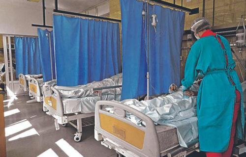 KORONAVIRUS pokazao zube! Alarmantno u bolnicama širom Srbije: Dolaze na nogama, vraćaju se u KOLICIMA