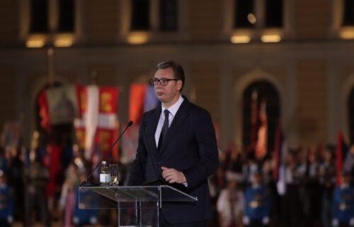 """Obratio se predsednik Vučić na Dan srpskog jedinstva: """"Naša trobojka će biti večna"""" (FOTO+VIDEO)"""