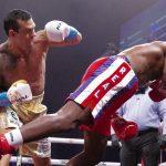 Neslavan povratak u ring Holifilda: Bivši šampion sveta popio patos za svega minut borbe (VIDEO)