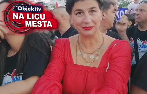 Prizor ispred Hrama ostavlja BEZ REČI: Ponosna Srpkinja sašila haljinu specijalno za ovu priliku (VIDEO)