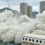 Na hiljade ljudi moralo da beži: Za manje od jednog minuta istovremeno srušili 15 zgrada (VIDEO)