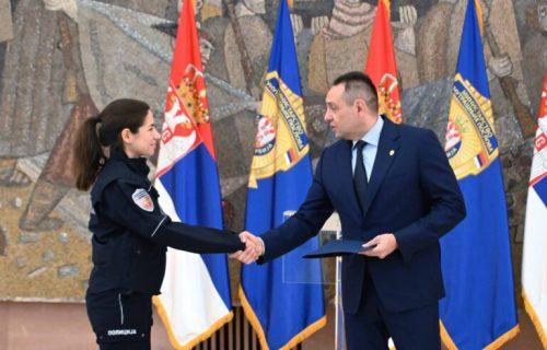 Ministar Vulin uručio nagrade najboljim studentima KPU i COPO: Izabrali ste ČASTAN posao pun odricanja