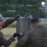 Severna Koreja: Vojnici lome cigle i betonske ploče GLAVOM i rukama, Kim Džong Un aplaudira (VIDEO)