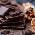 Najnovija studija pokazuje: Tamna čokolada smanjuje krvni pritisak, šećer u krvi i pomaže u MRŠAVLJENJU