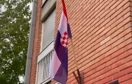 SKANDAL na Limanu! Okačili zastavu Hrvatske na zgradu MZ - evo ko stoji iza VELEIZDAJE Srbije (VIDEO)