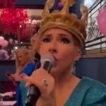 Isplivali snimci sa rođendana Jovane Jeremić: Slavljenica se LATILA MIKROFONA i usijala atmosferu (VIDEO)