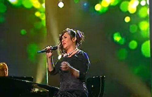 "Naša pevačica ŠOKIRALA izjavom na protestu antivaksera: ""Virus NE POSTOJI, sve je prevara"" (VIDEO)"