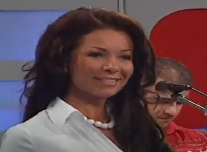SVI se sećamo Olje Karleuše i njenog velikog hita: Evo kako pevačica DANAS izgleda i čime se bavi (FOTO)