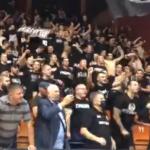 """Godine su samo broj: Prvi čovek Partizana zajedno sa """"grobarima"""" pravio šou u Leskovcu (VIDEO)"""
