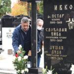 Dirljive scene na Novom groblju: Održan pomen Ivkoviću, Željko tešio Dudinu suprugu (FOTO)