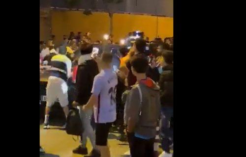 "Navijači umalo linčovali Kumana: Policija morala da reaguje nakon ""El Klasika"" (VIDEO)"