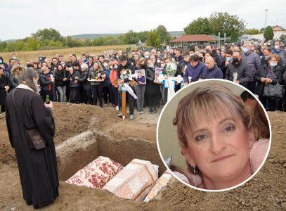 Džonićeva žena na grobu traži oproštaj od mrtvih Đokića: Satima u bolu plakala i KLEČALA NA ZEMLJI