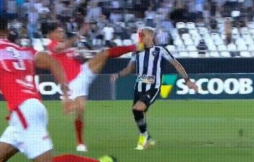 Najbrutalniji faul u istoriji fudbala: Pogledajte start kojim je mogao da ubije protivnika (VIDEO)