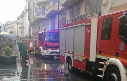 Drama u centru Beograda: ZAPALIO se stan u Knez Mihailovoj - Vatrogasci na licu mesta (FOTO)