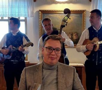 """""""Viktora nisam slikao, PONOSIM SE srpskim i mađarskim muzičarima"""": Vučić sa Orbanom u restoranu  (FOTO)"""