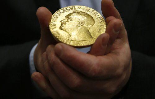 Nobelova nagrada za ekonomiju dodeljena trojici naučnika: Bogato nagrađeni za prestižno priznanje (FOTO)