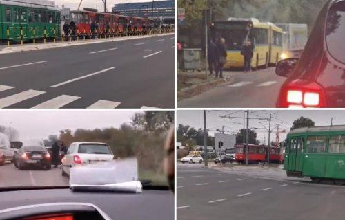 KOLAPS u Beogradu od ranog jutra: Zapalio se autobus, na Novom Beogradu ZASTOJ tramvaja (FOTO)
