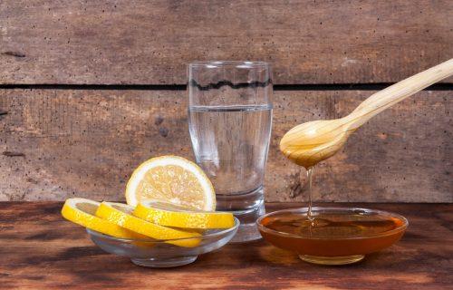 11 razloga zbog kojih je DOBRO da svako jutro na prazan stomak, popijete čašu vode sa medom
