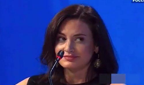 """""""Namazala se ulje, ni čarape nije navukla"""": Evo ko je novinarka koja je nogama ZBUNILA Ruse i Putina"""