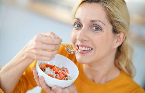 Usporavaju starenje: Četiri namirnice koje svaka žena posle ČETRDESETE mora da uvrsti u svoju ishranu
