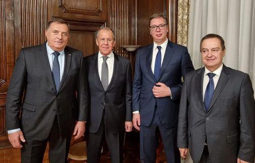 """Predsednik Vučić priredio radnu večeru za Lavrova: """"Srećan sam što mogu da ugostim Sergeja"""" (FOTO)"""